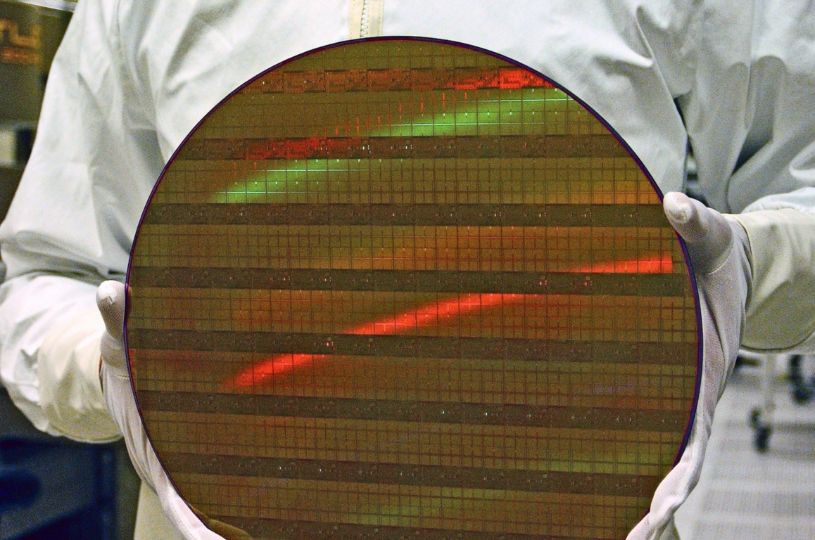 intel 10 nm wafer 600