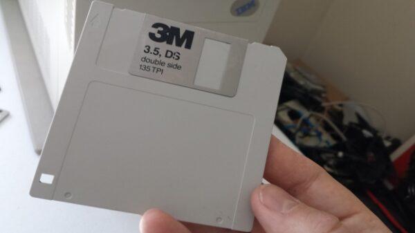 128gb floppy 600 01
