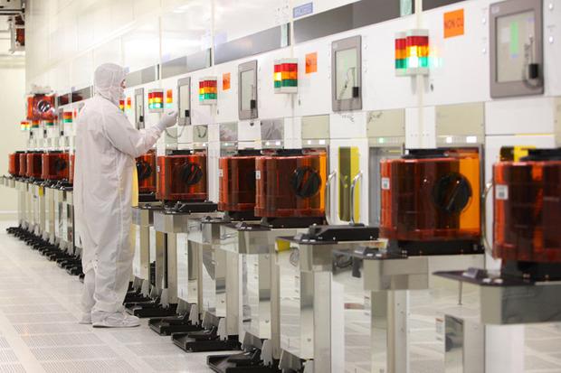 intel-micron-fabrication-plant-tour-wet-process-600