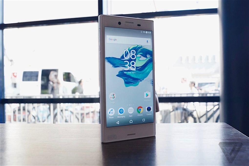 SONY XPERIA X Compact 600 06