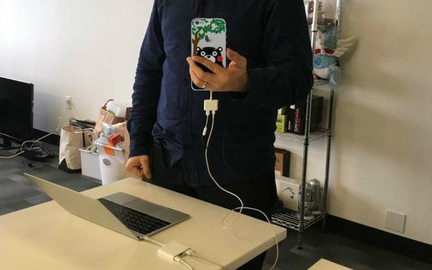 macbook-pro-iphone-7-lighting-headphones-dongle-600-01