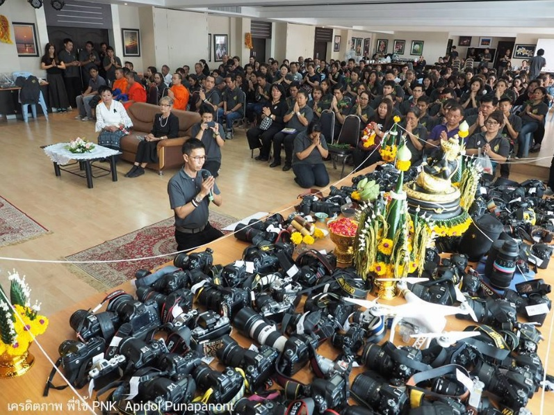 photography-students-in-thailand-give-thanks-with-an-altar-of-dslr-gear-600