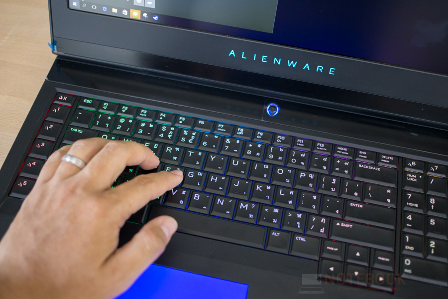 Dell Alienware 17 R4 Review-27