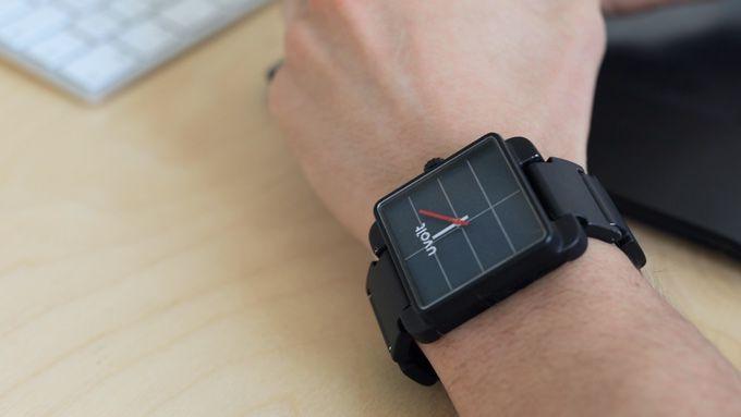 Uvolt watch 600