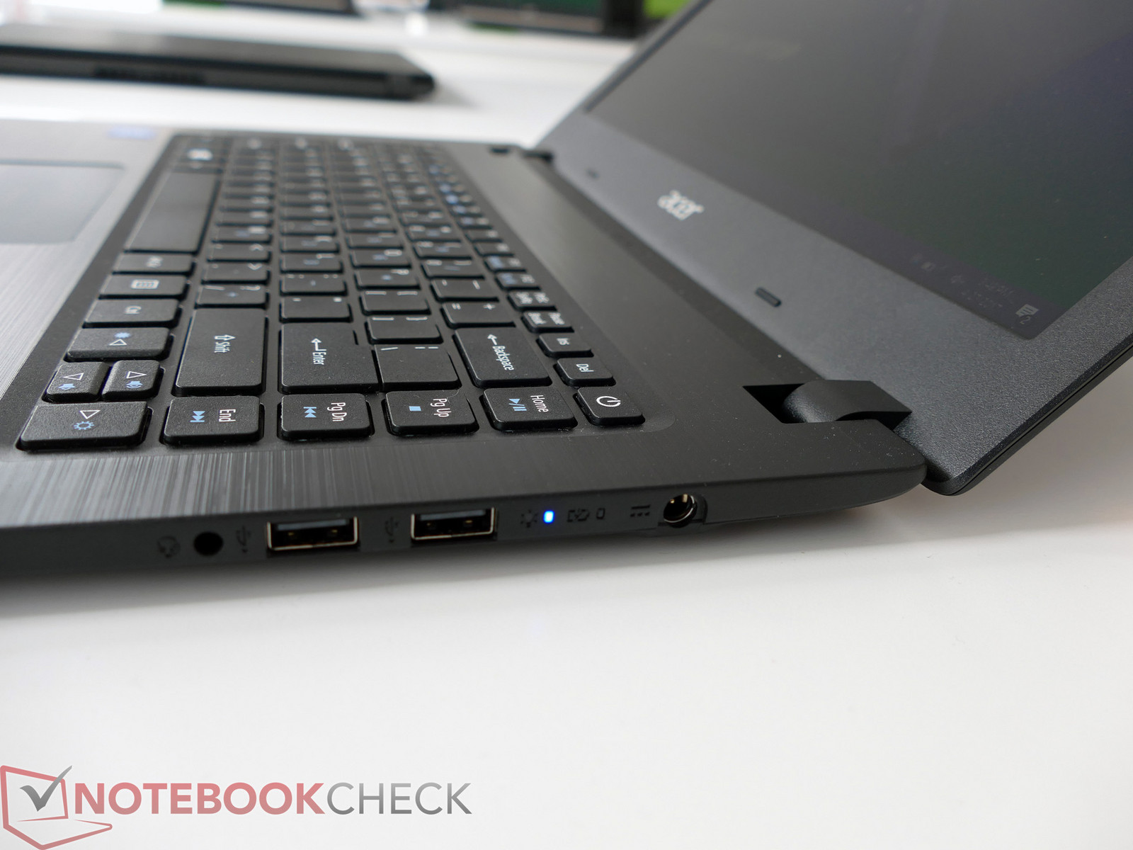 Acer Aspire 1 600 03