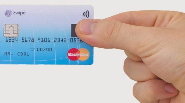mastercard payment card with fingerprint reader 600