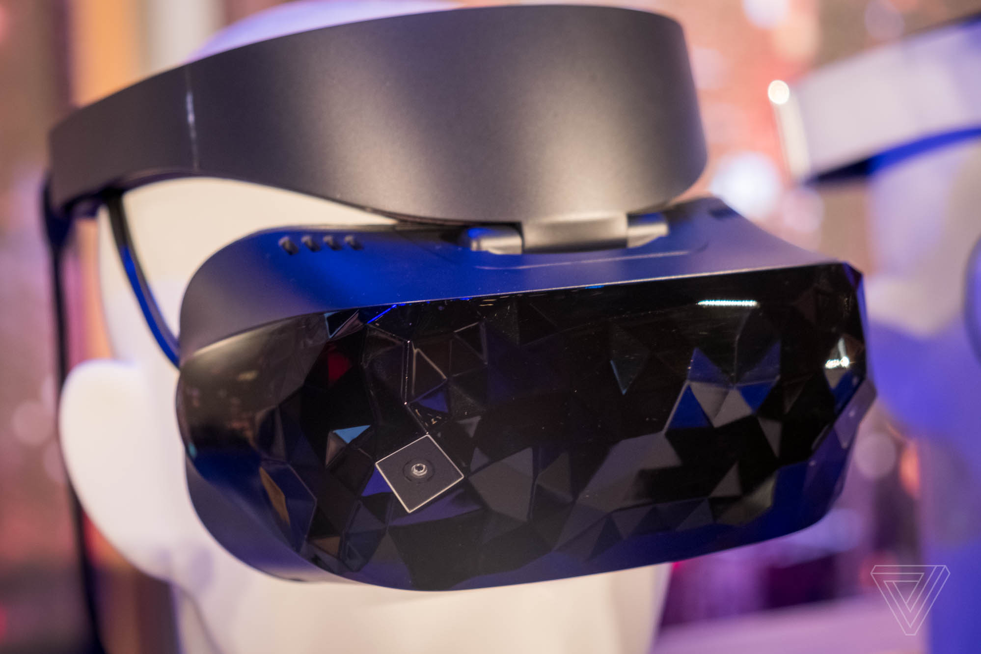 ASUS Dell Windows Mixed Reality headsets 600 02