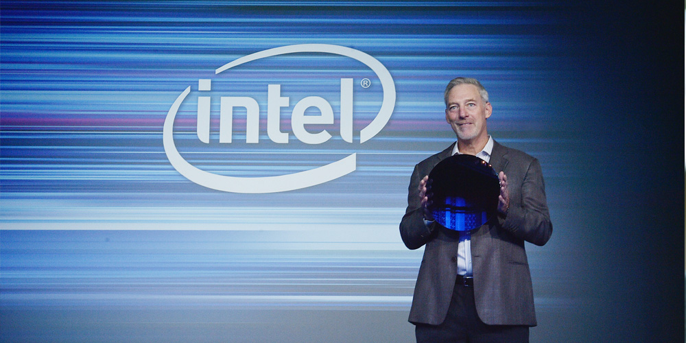 Intel Stacy Smith shows off a 10nm Cannon Lake wafer 600