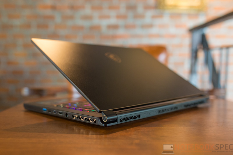 MSI GS65 8RE Review 34