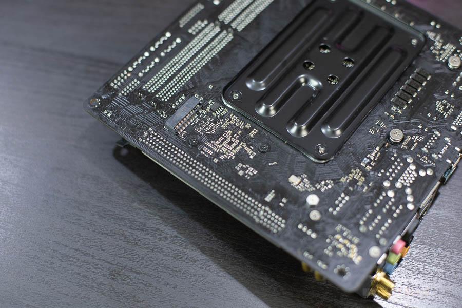 B450 Gaming ITX 14