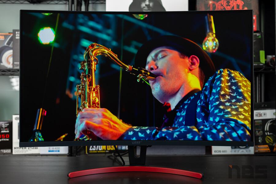 Acer ED323QUR 1
