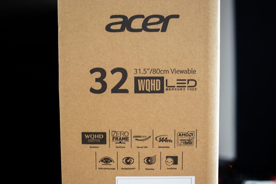 Acer ED323QUR 10