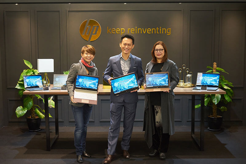 Koh Kong Meng Middle General Manager and Managing Director SEA K HP Inc. and Josephine Tan Right Vice President Product Management Consumer Notebooks HP Inc.