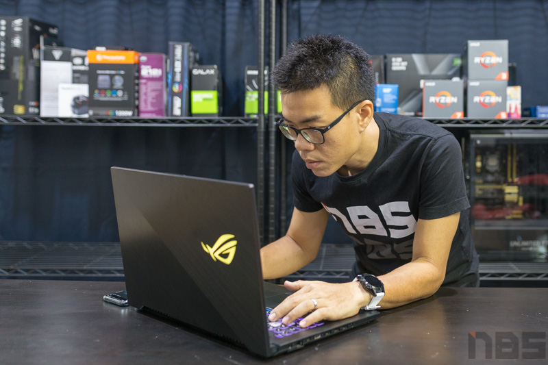 Review - ASUS ROG Strix GL704 Scar II Gaming Notebook จอ