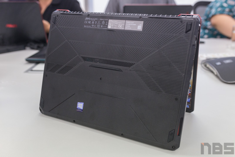 ASUS TUF FX505 DY AMD Gaming Notebook Preview 26