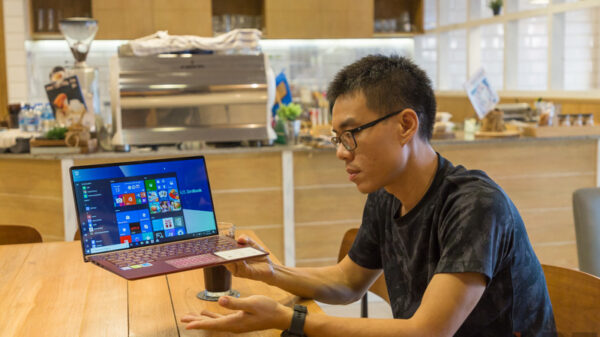 ASUS ZenBook UX333 Red Review 68