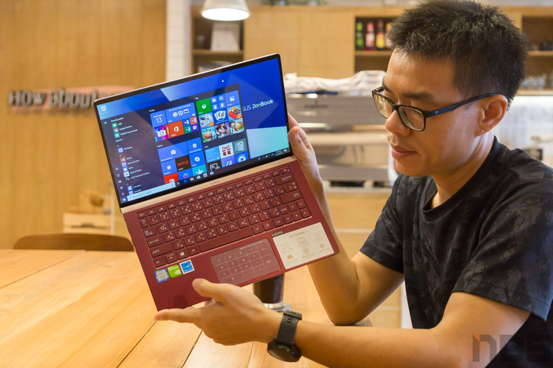 ASUS ZenBook UX333 Red Review 73