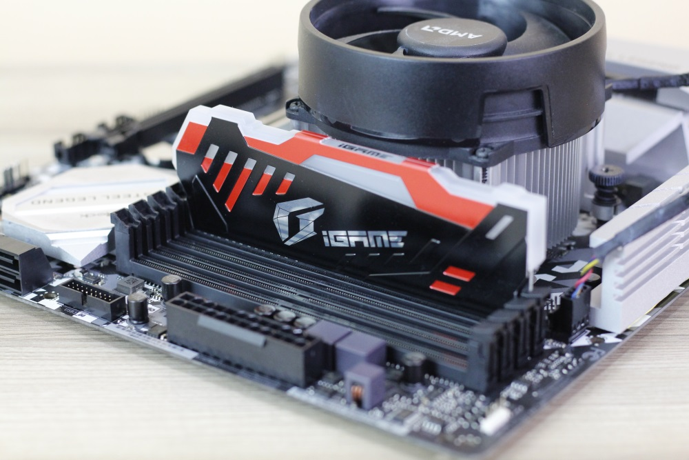 Color iGame DDR4 15