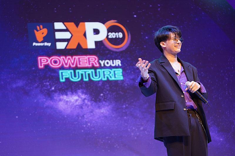 ธนนท์ จำเริญ ร้องเพลงภายในงาน power buy expo 2019 2