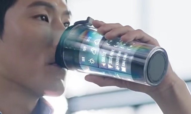 Smart coffee cup featuring flexible display technology