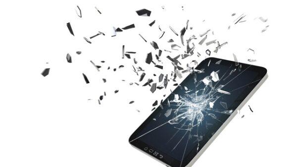 Broken iphone 2060x1373