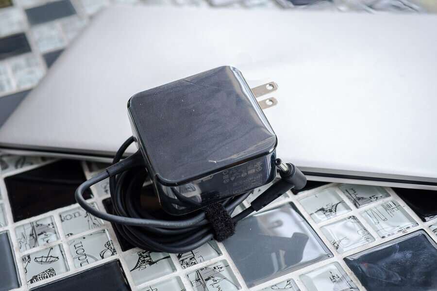 Review ASUS ZenBook UX333F NotebookSPEC 44