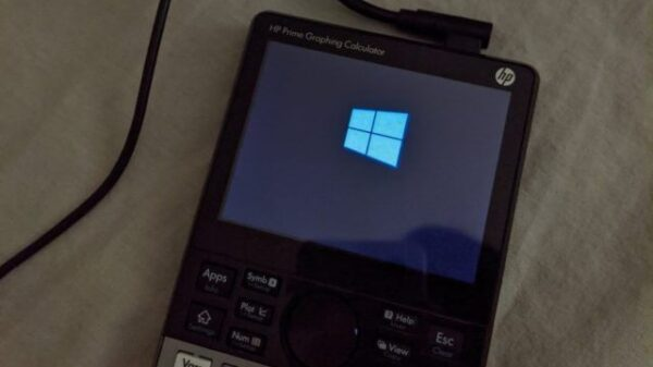 windows 10 iot running on calculator 640x367