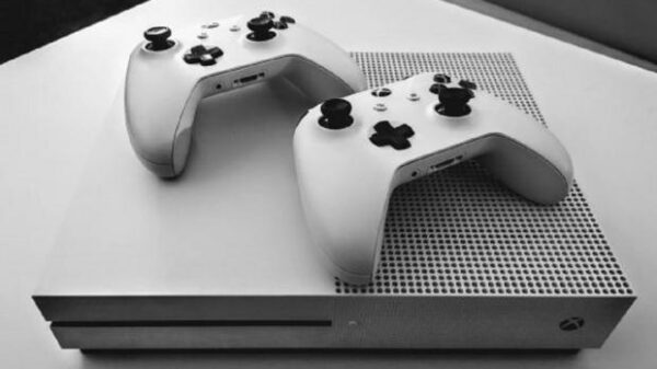 70229 01 8 years xbox one console produces 1 ton carbon emissions