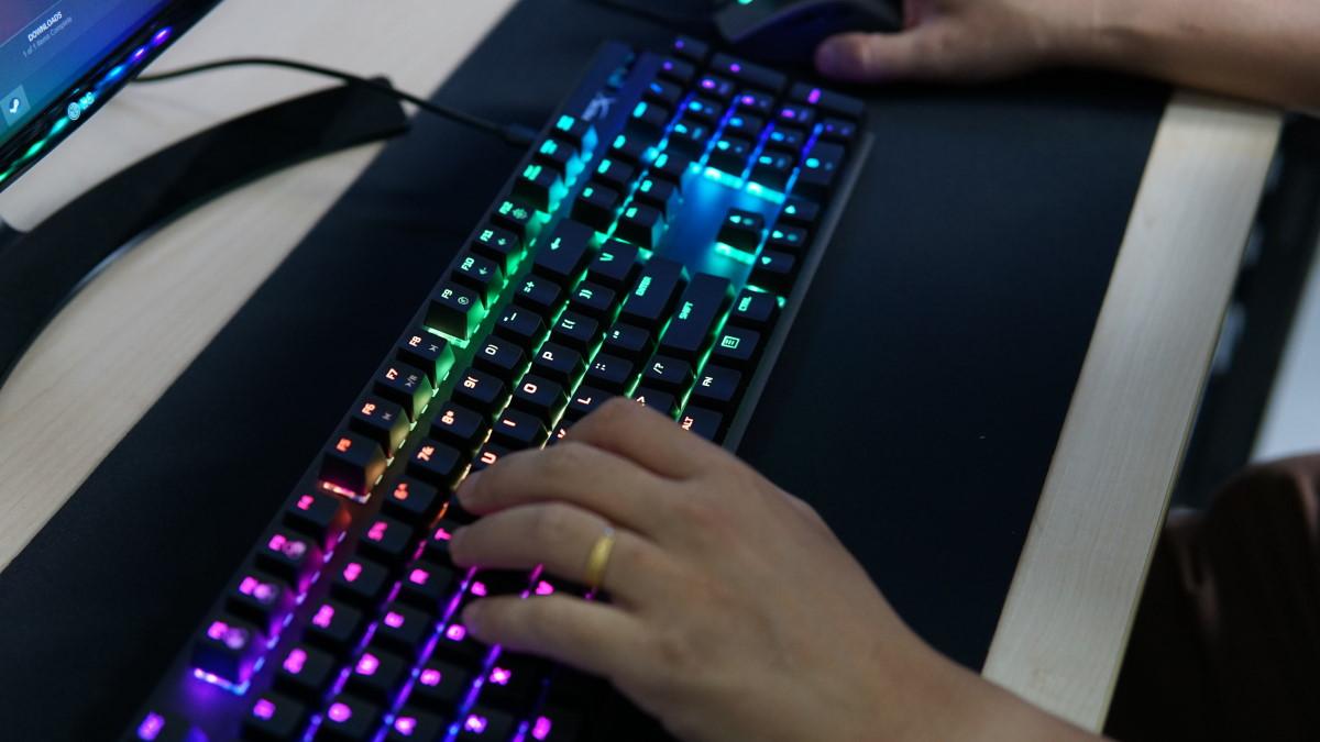 HyperX Alloy Origins Aqua play 1
