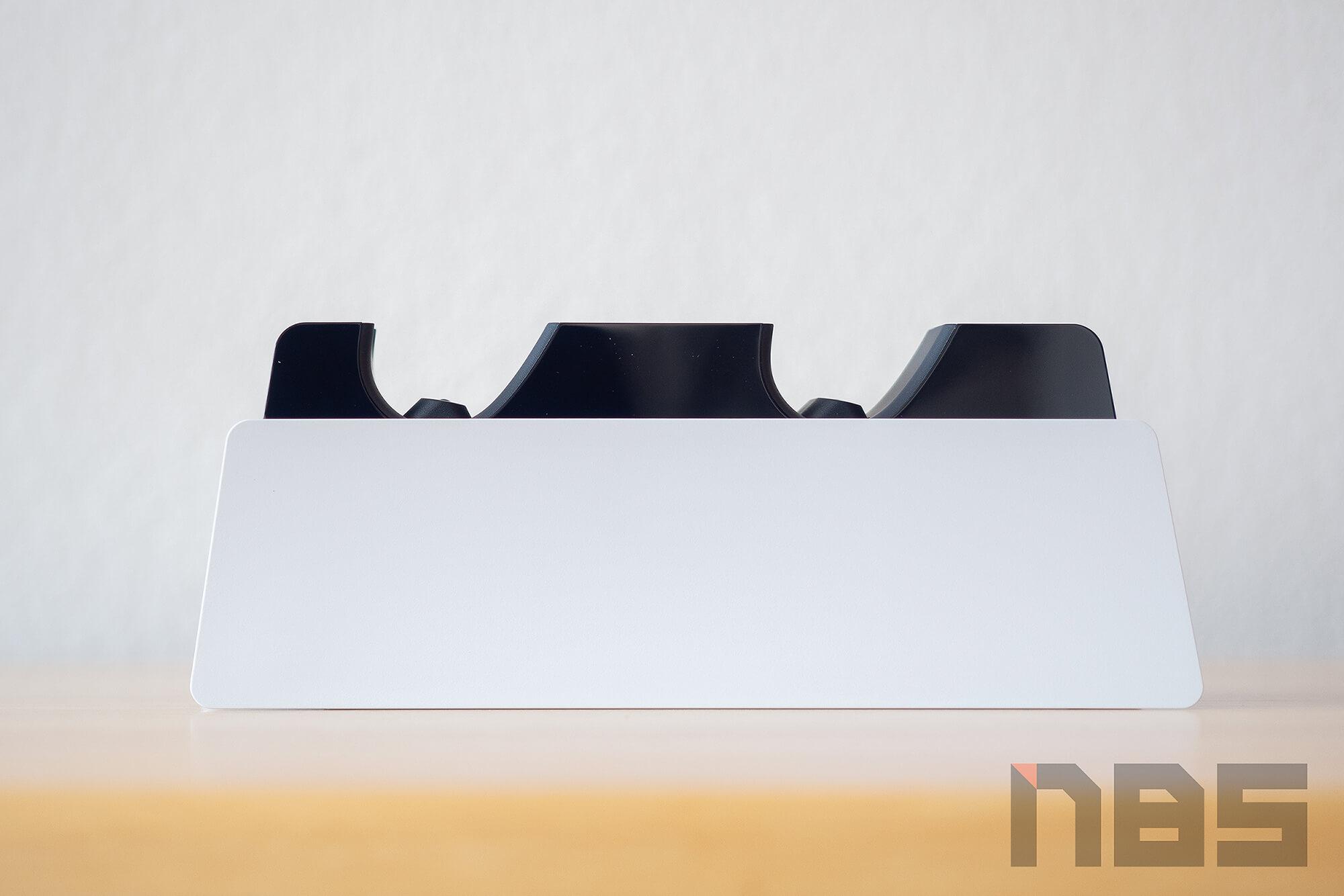 Review PlayStation 5 DualSense Charging Station NotebookSPEC 05