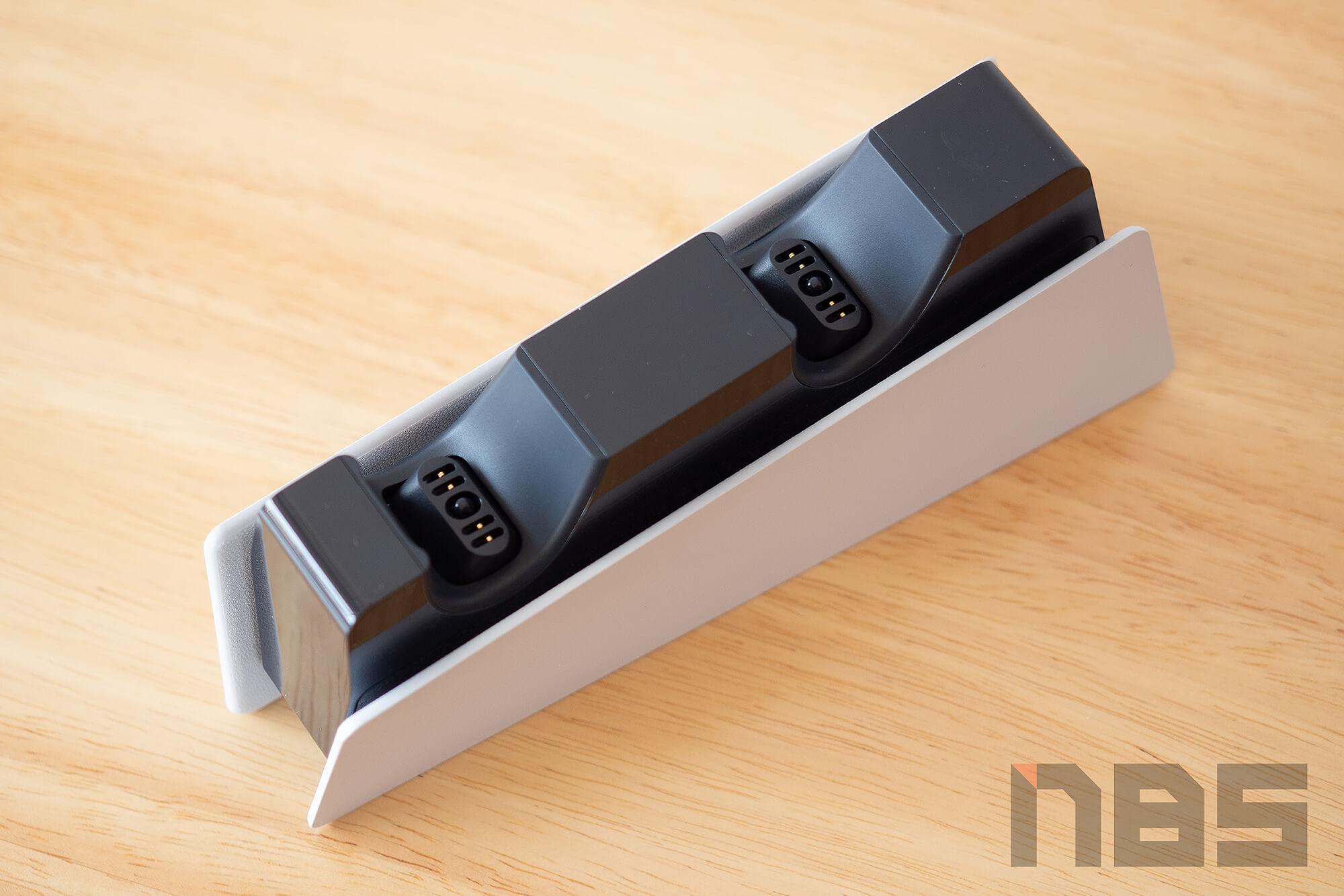 Review PlayStation 5 DualSense Charging Station NotebookSPEC 08