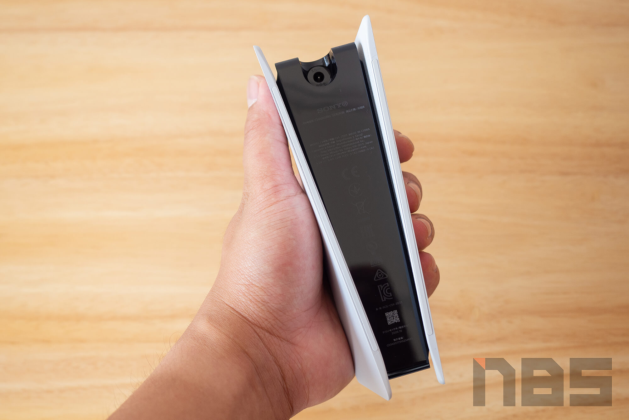 Review PlayStation 5 DualSense Charging Station NotebookSPEC 10