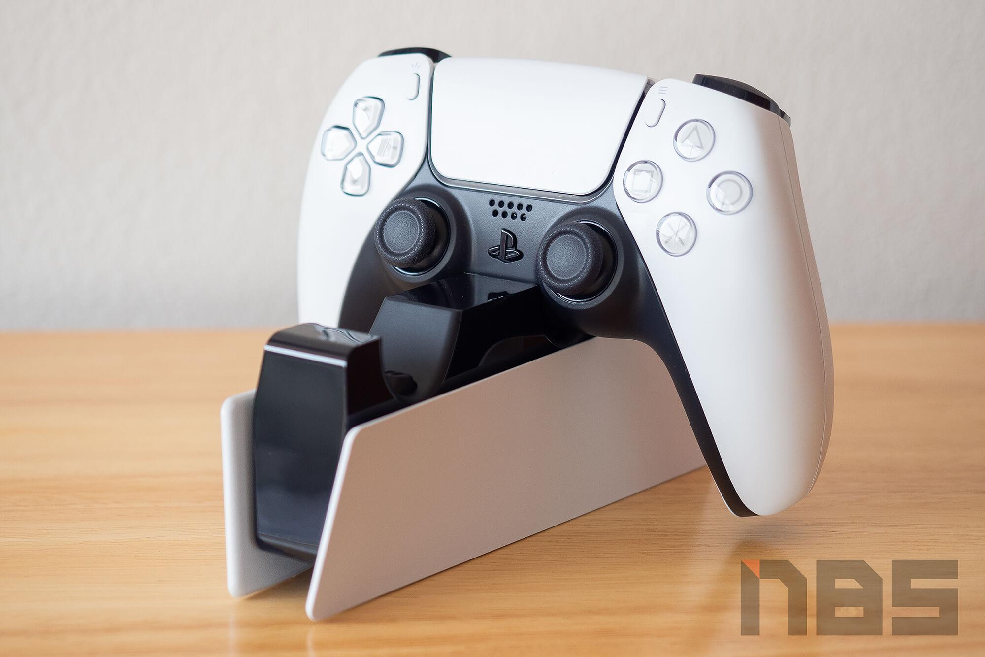 Review PlayStation 5 DualSense Charging Station NotebookSPEC 11