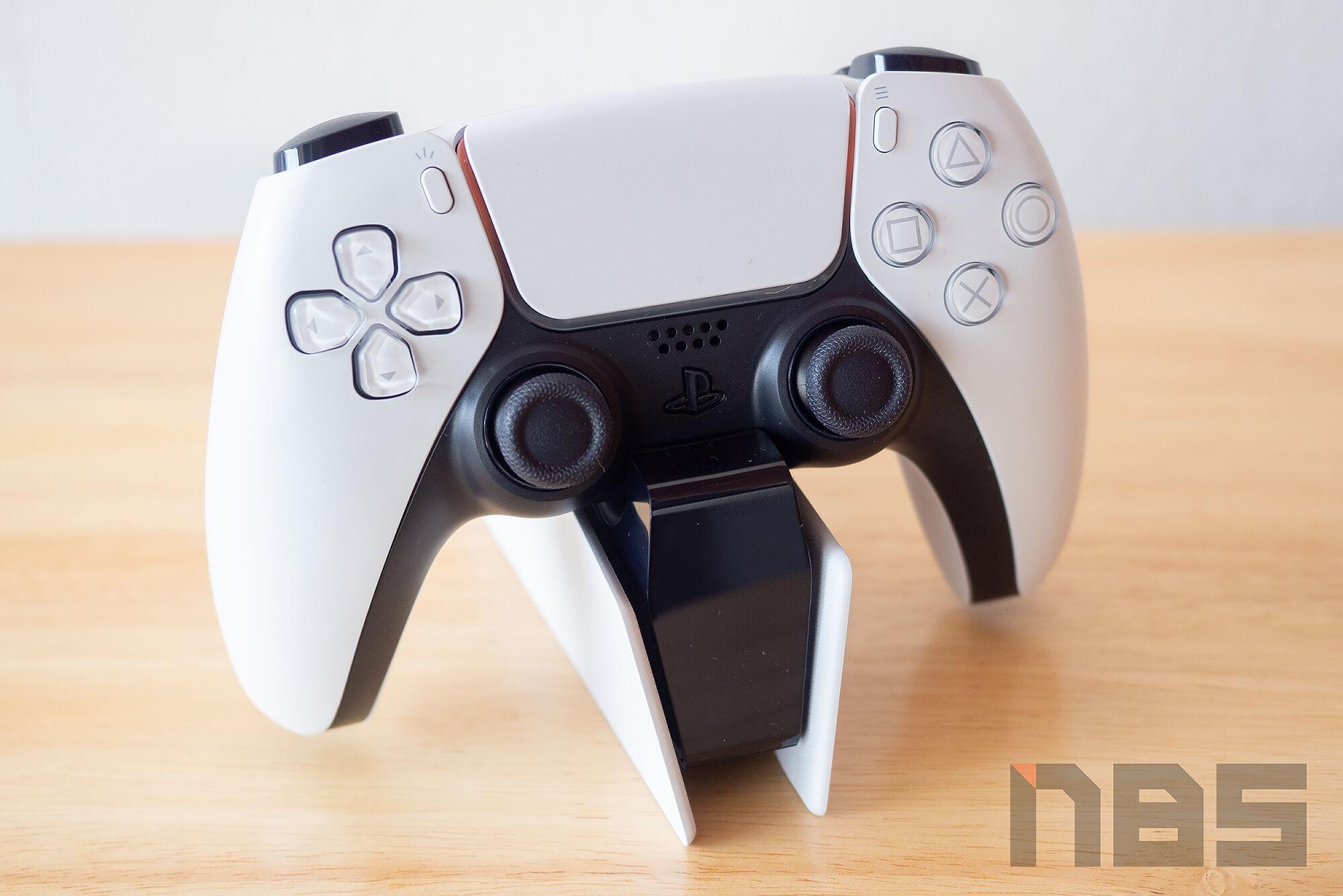 Review PlayStation 5 DualSense Charging Station NotebookSPEC 14