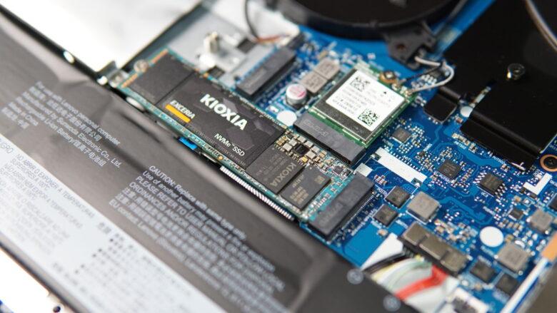 Unbox KIOXIA SSD 44