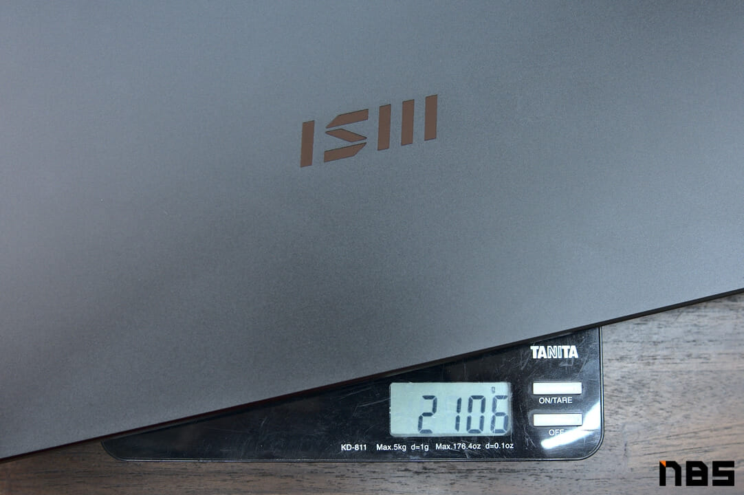 MSI Summit E16 Flip DSC06683